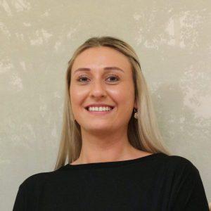 Julia Weiser, Rezeption, Zahnmedizinische Fachangestellte